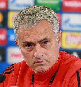 jose-mourinho-heads-As-Roma-Club